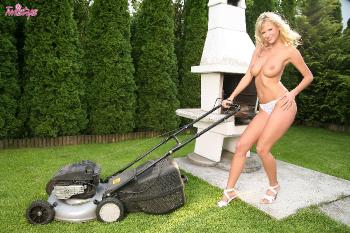 03-22 - Zuzana Drabinova - She Wants You To Mow Her Grass