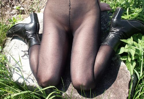 0884-Kiersten-Schoolgirl LegTexture