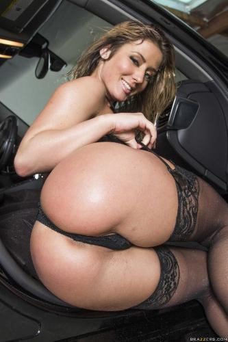Jada Stevens, Sheena Shaw - Junk in the Trunk