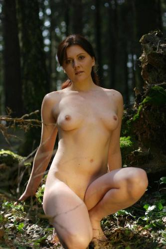 Exhibitionsim 05-27 - Olesia - Dark Forest 1800px (x70) 21.3Mb