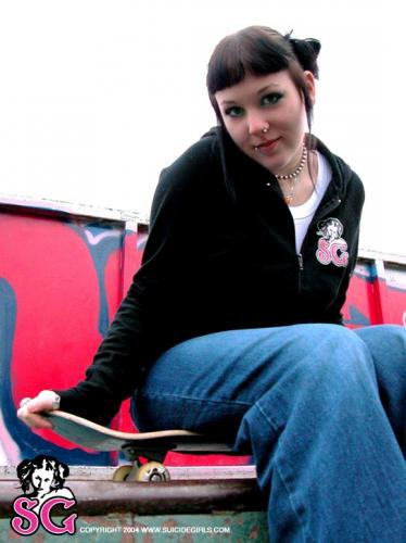 09-04 - Nadine - Skate