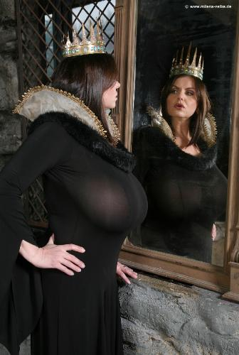 Snow White Meets The Evil Queen (2010 apr)