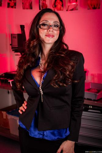 Ariella Ferrera - In The Darkroom