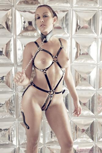 04 - Sarah - I ain't your slave! (85) 4000px