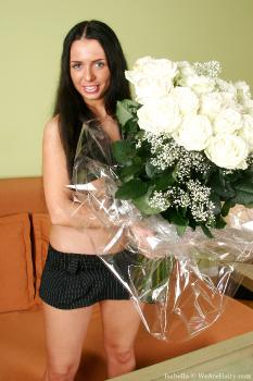 Isabella_Flowers_superhr