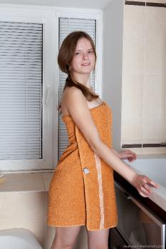 Denisma_OrangeTowel_superhr