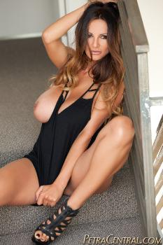 382-Sexy_on_the_Stairs-HQ
