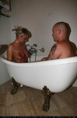 Bodypaint Bath Fun 1