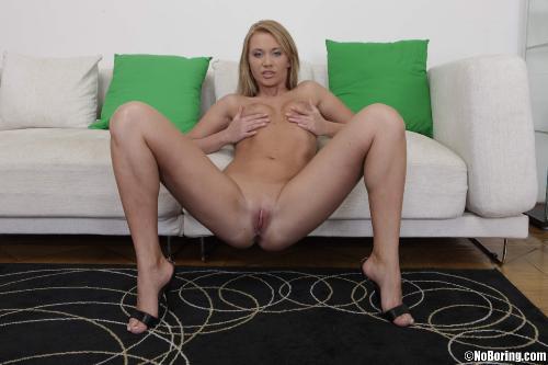 Anita Hengher 12