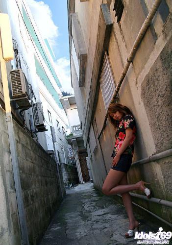 Nao Yoshizaki - Nao Yoshizaki Pretty Japanese chick Loves To Pose