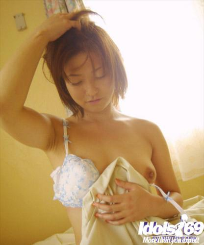 Yuri - Yuri Japanese Model Is Versatile And Pretty As She Models Her Body For Photos